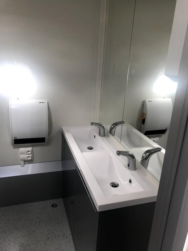 wc konténer belső-kézmosás
